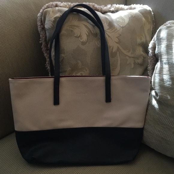 7502456c84ed Mary Kay cream and black tote shoulder bag